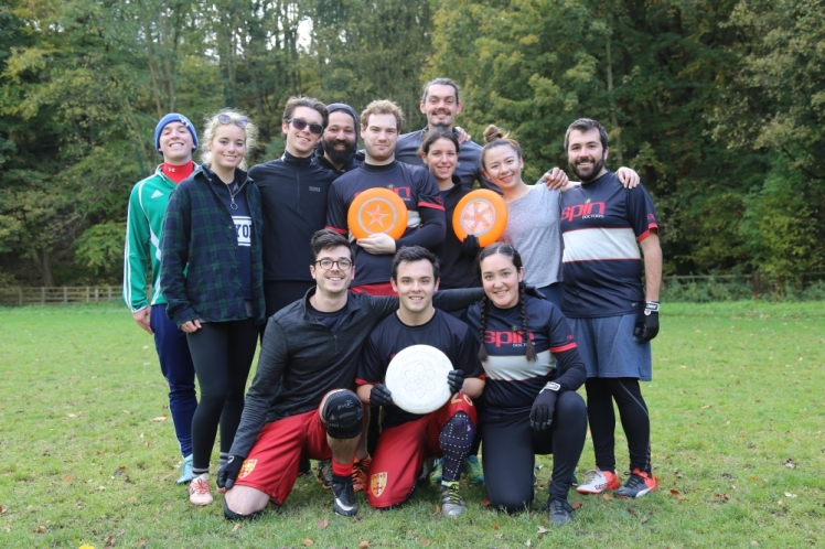 Frisbee_group_s.jpg